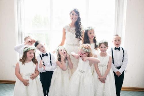 Alunos com síndrome de Down roubam a cena em casamento de professora nos EUA