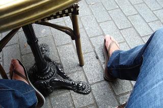 Homem de chinelo de dedo Havaianas marrom - Pés Masculinos - Male Feet