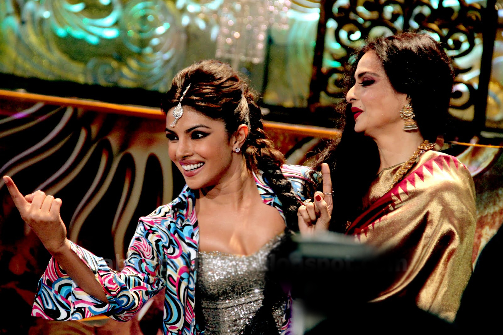 Priyanka on stage with Rekha - (2) - priyanka chopra iifa 2012- on stage !