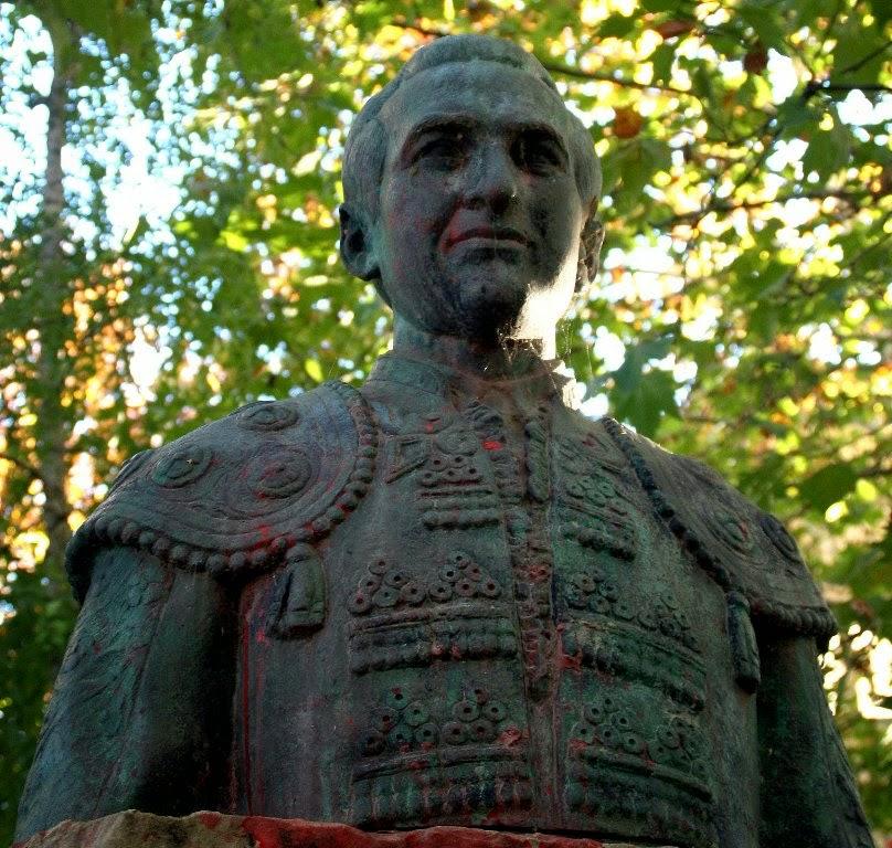 Escultor Imaginero Luis Marco Pérez: Monumento al torero Chicuelo II ...