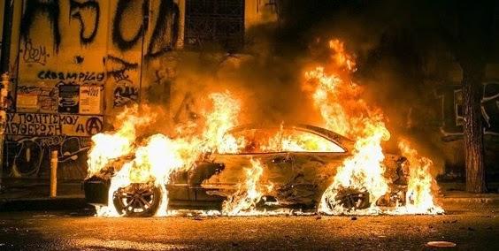 """Η """"Ελπίδα"""" ήρθε και έκαψε την Αθήνα.  Στο έλεος των κουκουλοφόρων η Αθήνα: Φωτιές και καταστροφές στο κέντρο - Προκλητικά απούσα η Αστυνομία"""