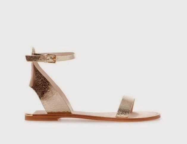 Sandalias doradas de Zara