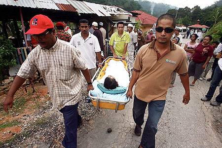 http://1.bp.blogspot.com/-PzTrxAT0R5o/TdhLB6l_l0I/AAAAAAAABtk/2j19MsQ86K8/s1600/mangsa-tanah-runtuh-rumah-anak-yatim23.jpg