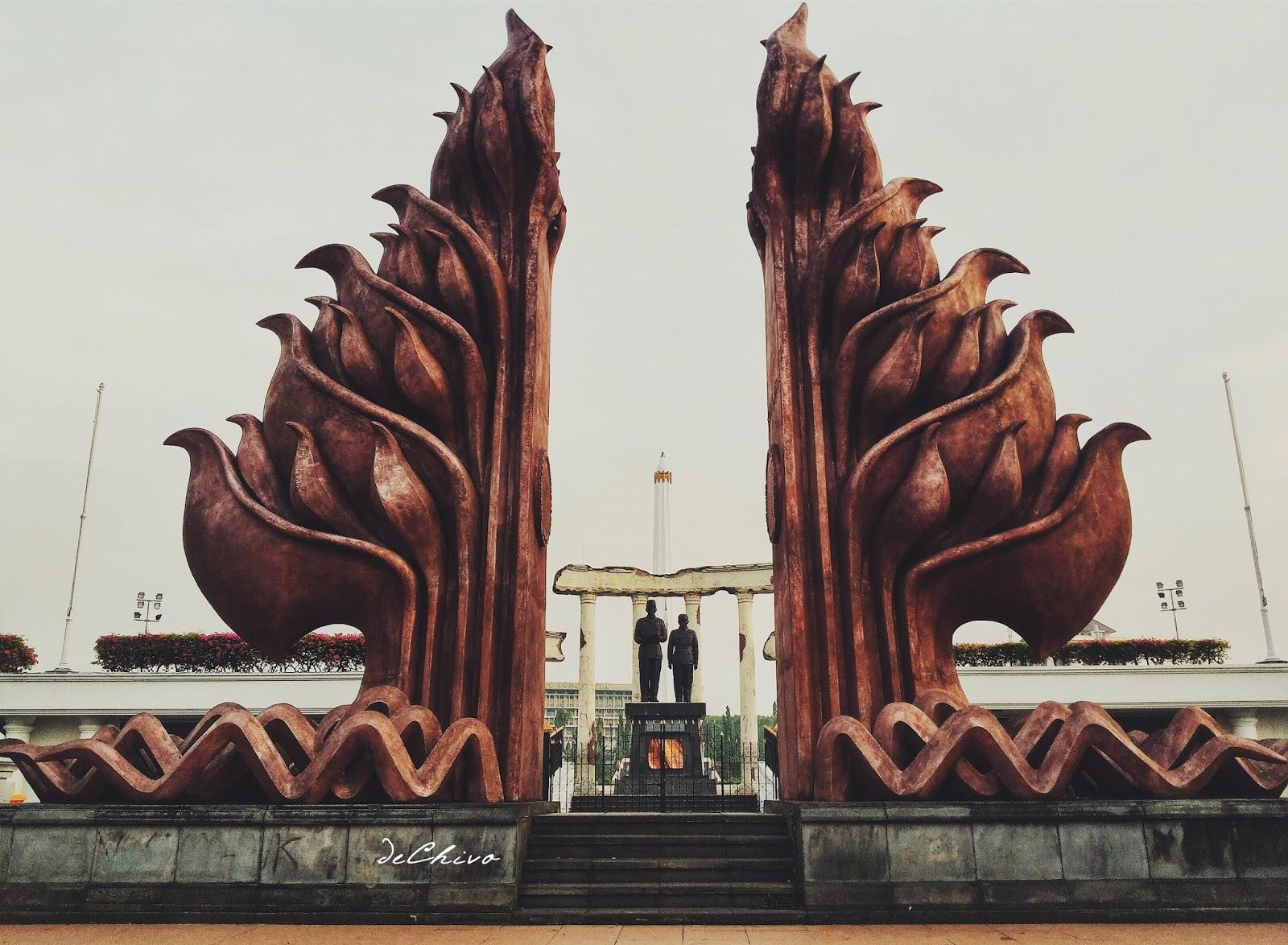 Bagian depan Tugu Pahlawan Surabaya_Patung Soekarno-Hatta