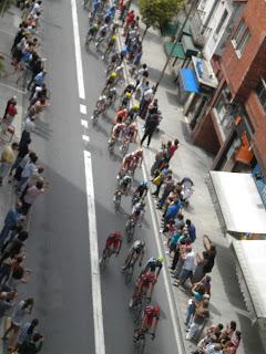 Vigueses animan a los ciclistas