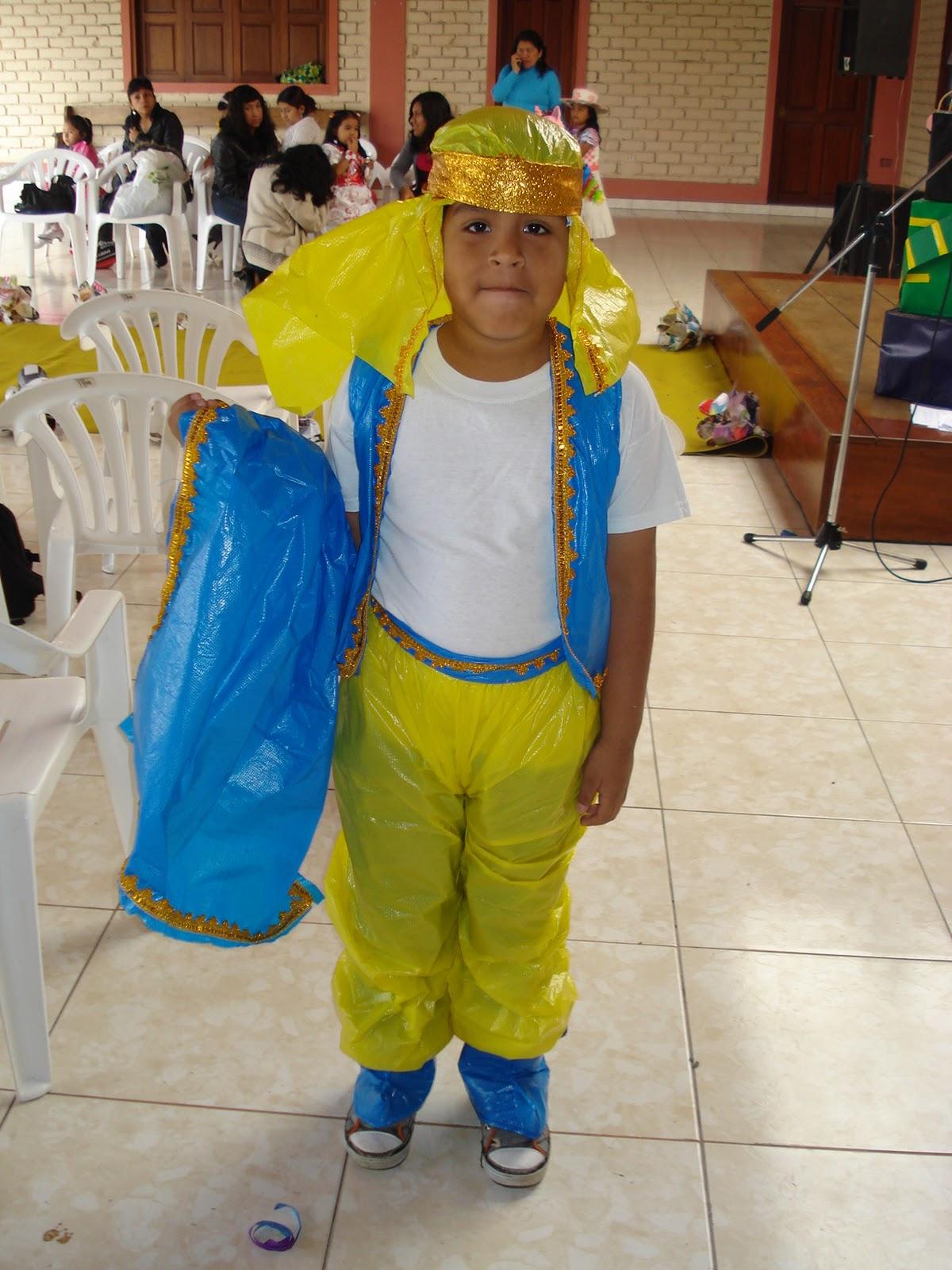 Disfraces para niño con material reciclado - Imagui