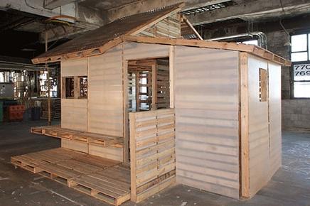 los palets pueden ser pre montados con espuma de poliestireno aislantecon barrera de vapor y con revestimiento de madera contrachapada o de cartn - Palet De Madera