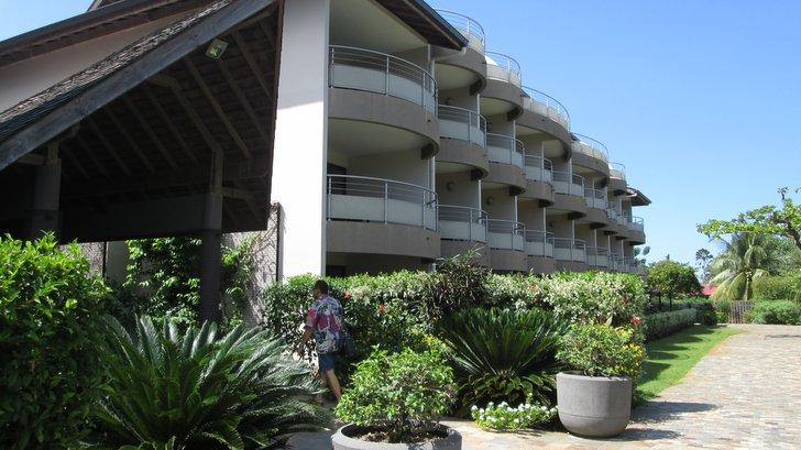Facades et balcons du Manava Suite Resort Tahiti