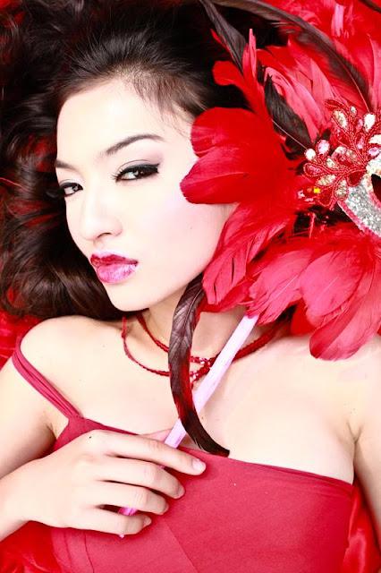 Raline Shah Dengan Gaun Merah