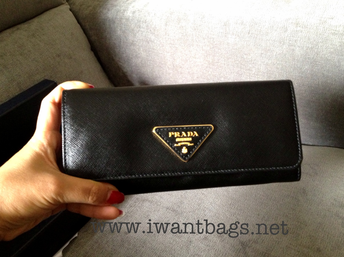 Prada saffiano continental wallet triangle logo - Black