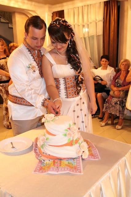 Розрізання весільного торта, Україна