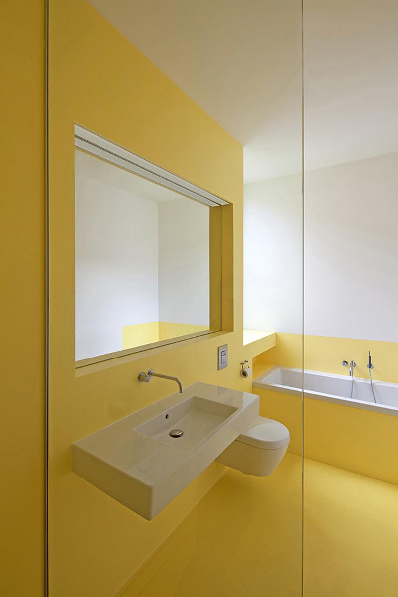 Interiores minimalistas vivir y trabajar en una antigua for Interiores minimalistas