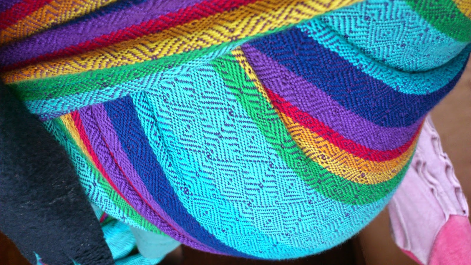 babywearing portage vanamo wrap écharpe review rainbow ruutu sateenkaari wearababy