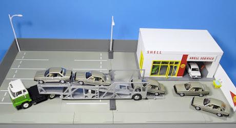 TLV Hino Transporter + Toyota Carina Quintuplets