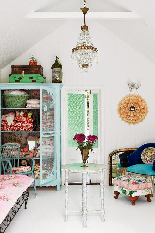 http://www.79ideas.org/2012/12/cute-summer-house-with-gorgeous-vintage.html#.U6vJktpvm71