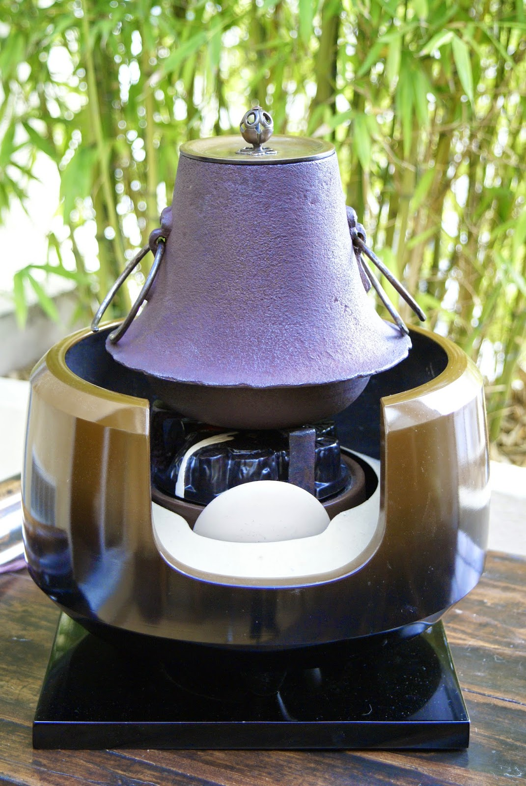 foyer électrique et bouilloire japonaise en fonte pour la cérémonie du thé