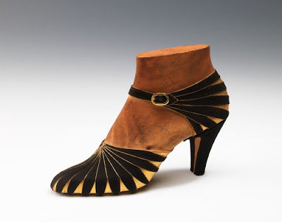 Shoe Design c. 1939 Seen On www.coolpicturegallery.us