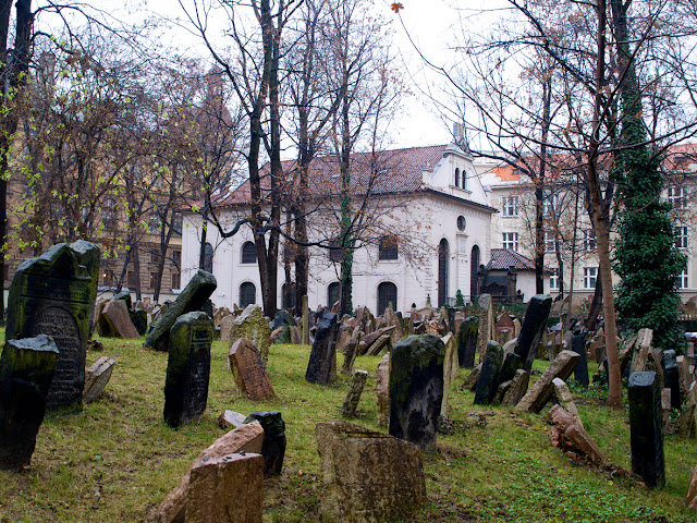 La Sinagoga Pinkas en el cementerio judio de Praga