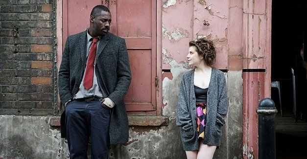 Here we see Stringer Bell wondering why one of his dealers' customers is dressed like a whore who caters to clowns.