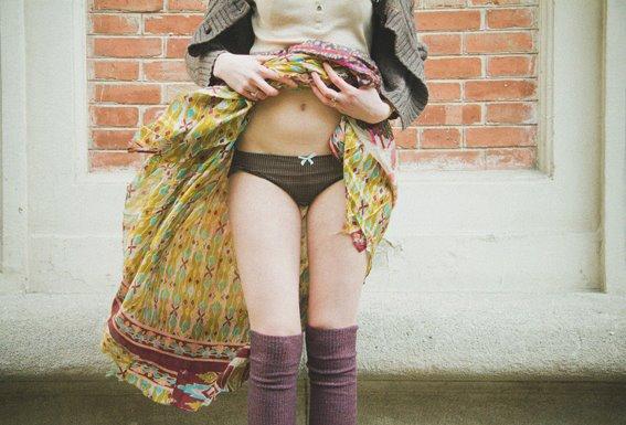 Montre sa culotte adolescent chaud