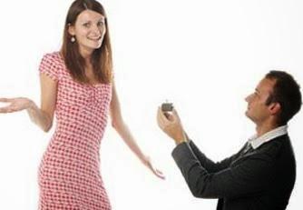 أفضل 10 مدن فى العالم... يفضلها الرجال للتقدم بطلب الزواج  - رجل يطلب يد امرأة فتاة - man proposing to woman