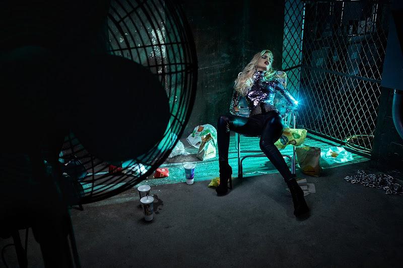 Supremacy: Top 50 Models - Página 21 Daphne-groeneveld-by-hugh-lippe-vs-magazine-fall_winter-2015-03