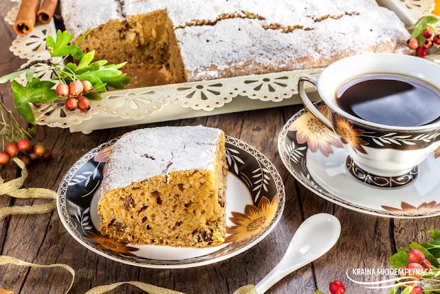 ciasto dyniowe, ciast z dynią, ciasto z dyni, pomysły na dynię, proste ciasto, ciasto na oleju, ciasto z olejem, orzechy włoskie, kraina miodem płynąca, ciasto z orzechami, ciasto pomarańczowe, ciasto z bakaliami,