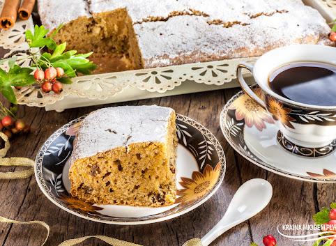 Ciasto dyniowe z orzechami włoskami i pomarańczowym akcentem