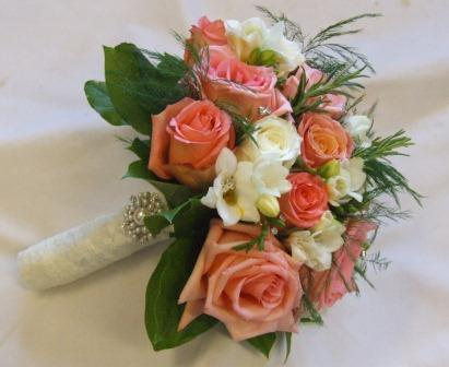 Sandra 39 S Flower Studio Coral And Ivory Wedding Flowers