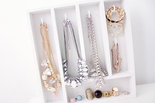 Sois belle pipelette mon inspiration du moment des id es de rangements pour - Rangement bijoux diy ...