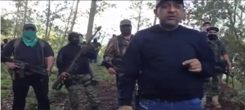 Video involucra a periodistas con un líder de cártel en México