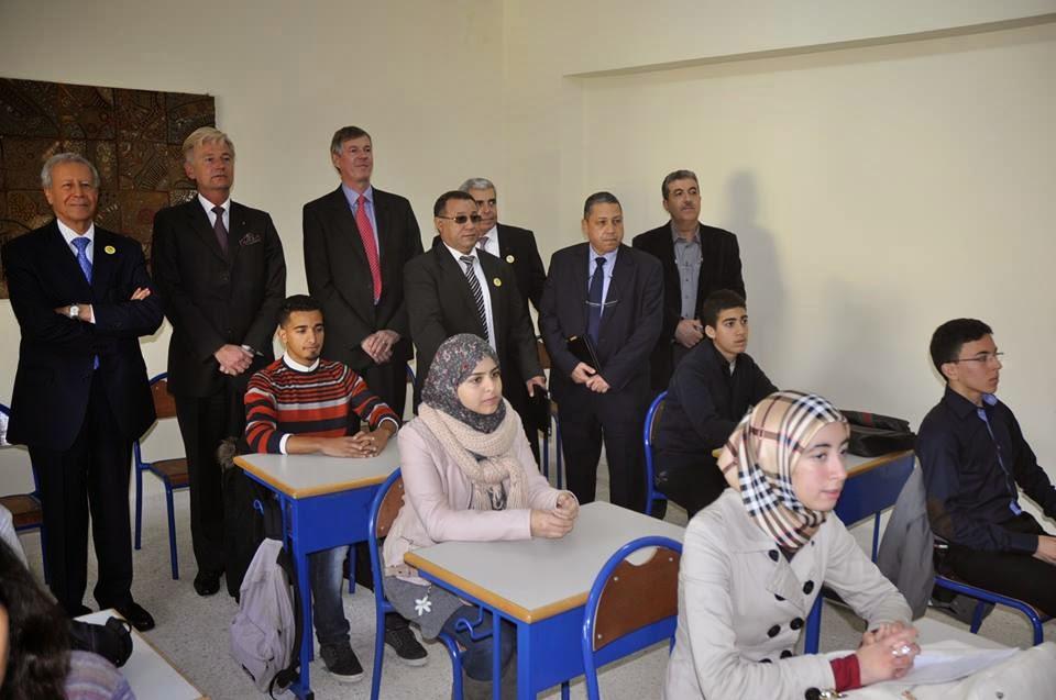 السيد بلمختار يطلع بطنجة صحبة السفير البريطاني بالمغرب على سير عملية التدريس بالمسالك الدولية للباكالوريا المغربية,