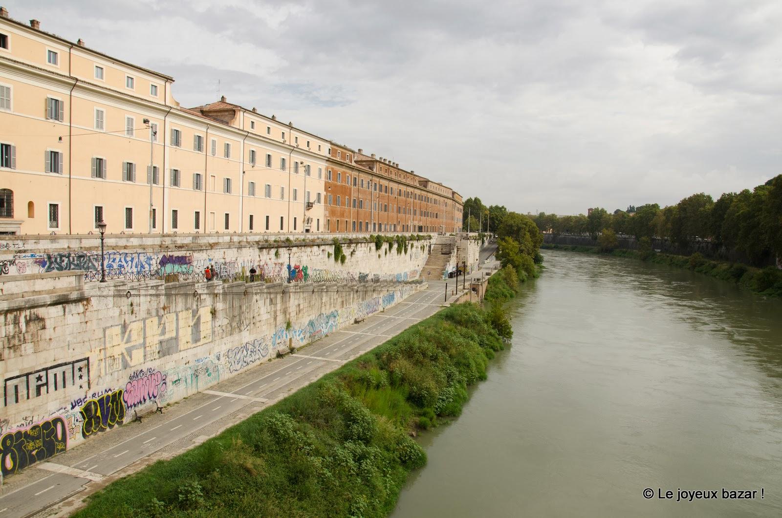 Rome - Testaccio - Tibre