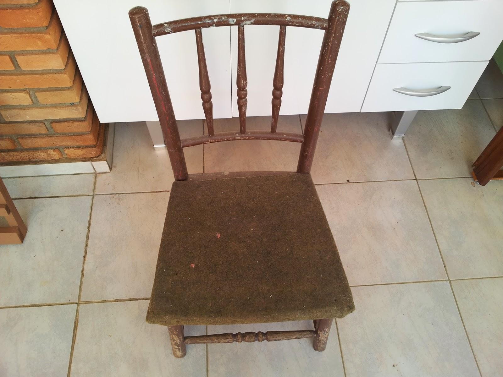 de madeira de demolição no formato do assento e parafusei na #976334 1600x1200