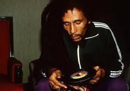 Aguanten las camperas de Marley y también su música, claro.