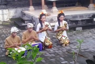 Duta Skawibha, Sembahyang sebelum tampil, Lomba Kekawin PSR Denpasar 2015