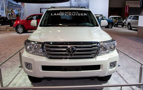 2013 toyota land cruiser front view Toyota Land Cruiser 2013 Indonesia   Harga, Spesifikasi dan Review