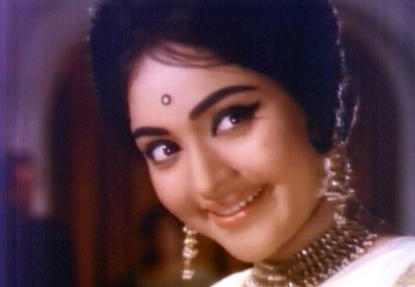 Pin bollywood old actress on pinterest for Old indian actress photos