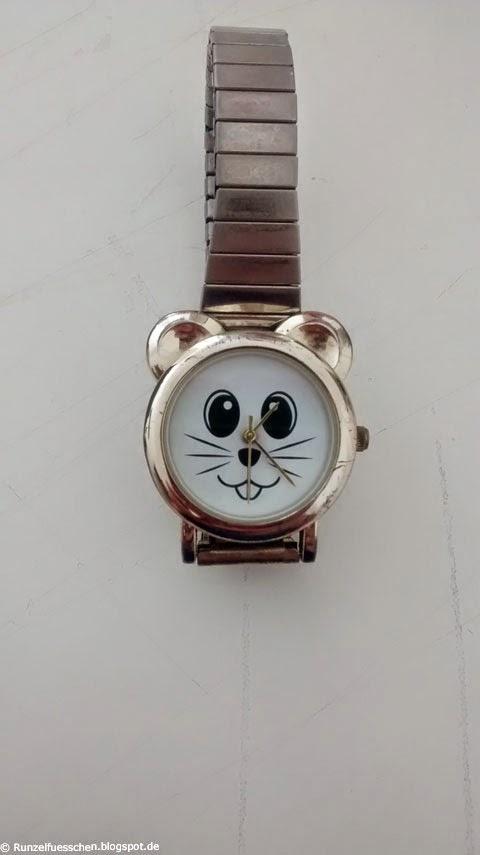 Runzelfuesschen  Baby liebt Uhren und Schmuck
