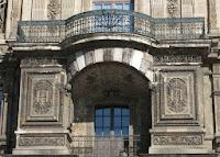 Balcon de la galerie du bord de l'eau au Louvre à Paris