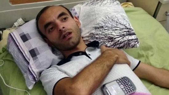 Repórter Rasim Aliyev concede entrevista em leito hospitalar, onde morreria dias depois