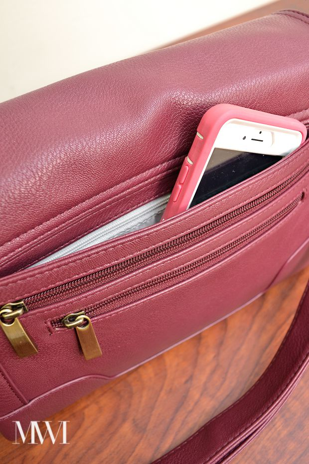 A thorough review from MonicaWantsIt.com of the Abby camera bag/purse in marsala from JoTotes.