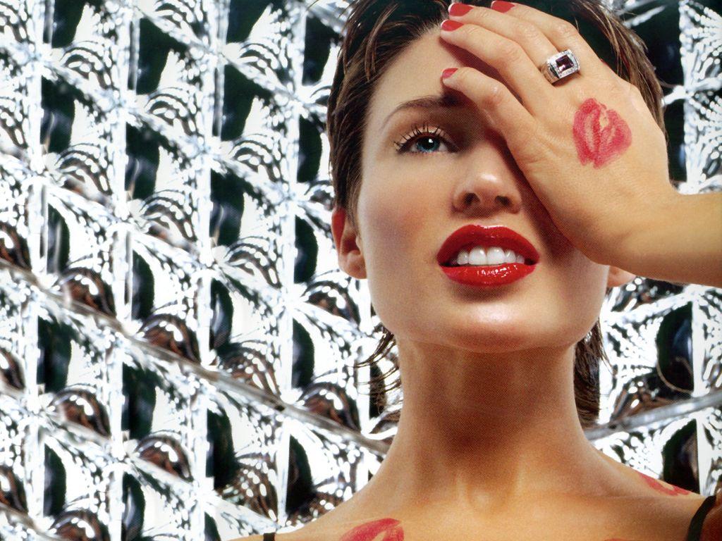 http://1.bp.blogspot.com/-Q3FzgtnM2QY/UX5wLadmWSI/AAAAAAAA9CE/UC4TFT8pwe0/s1600/Dannii-Minogue-lipstick.jpg