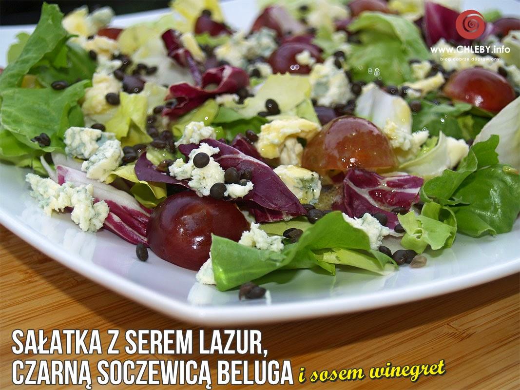 Sałatka z serem Lazur, czarną soczewicą Beluga i sosem winegret