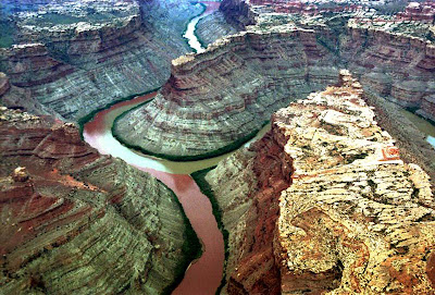 Pertemuan Sungai Green dan Colorado di Canyonlands National Park, Utah, Amerika Syarikat.