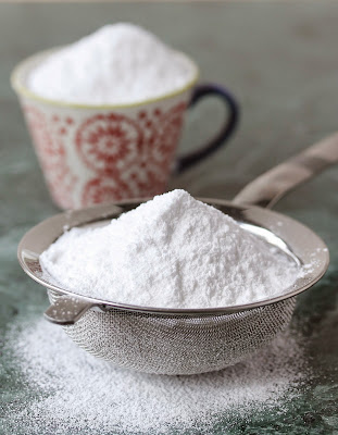 Need to avoid corn starch? Make your own powdered sugar!