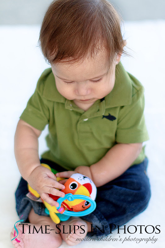 baby_photo_with_a_rattle_toy
