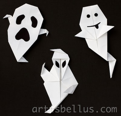 Halloween Decorations: Three Ghosts