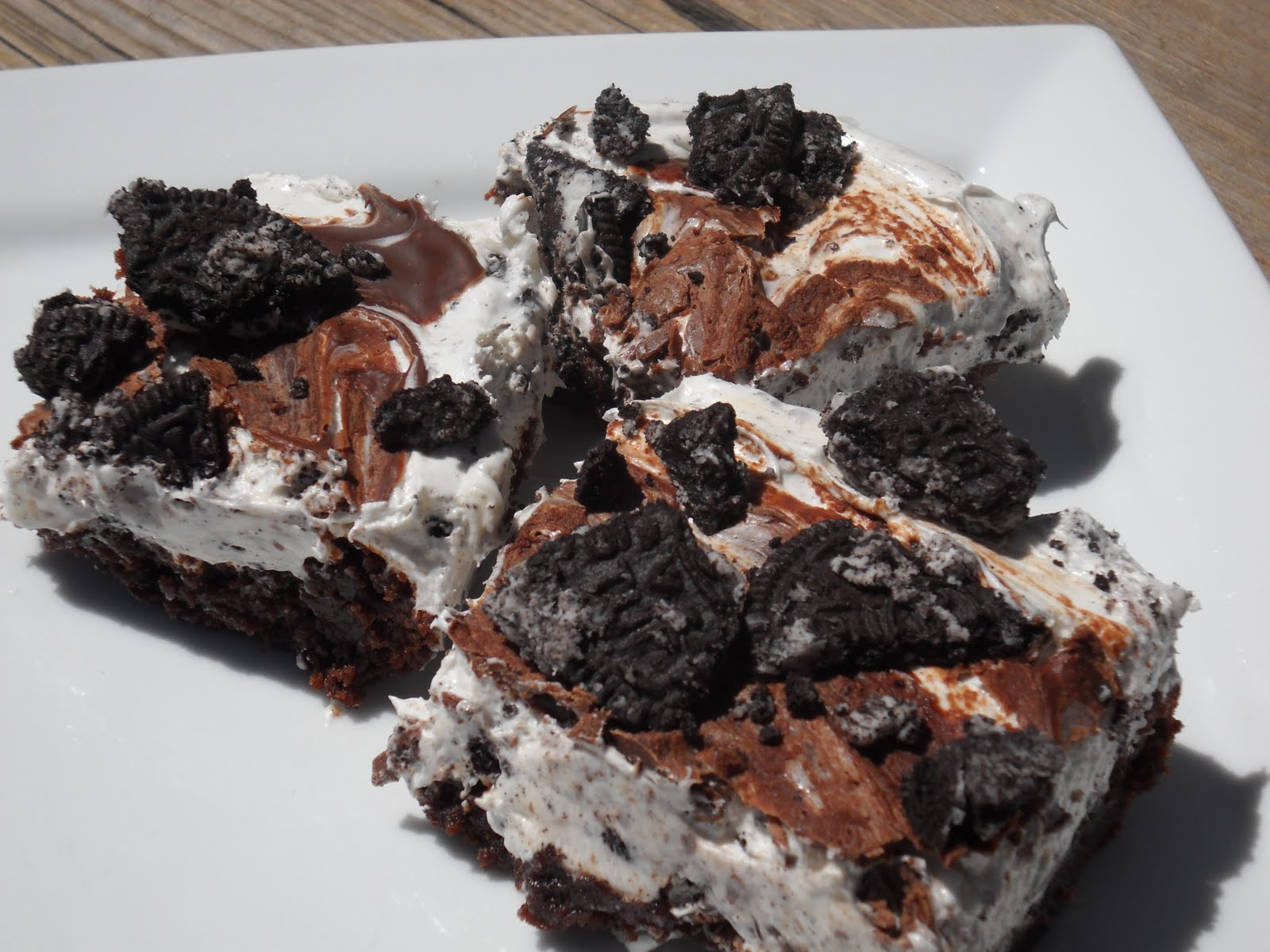 Mar 10,  · Easy Oreo Mint Chip Ice Cream Cake. I love the idea of serving ice cream in fun ways. And this one is just that. A fun and easy no-bake mint chip ice cream cake!