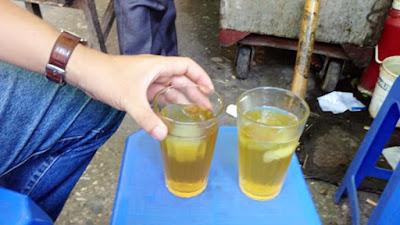 Vì sao uống trà đá có thể gây sỏi thận?